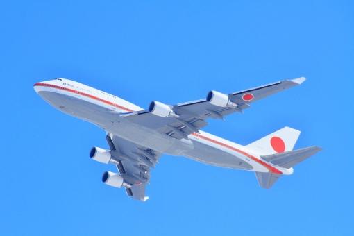 日本国 政府専用機 政治 首相 総理大臣 外交 国交 航空自衛隊 軍用機 ミリタリー 自衛隊機 青空 飛行機 離陸 航空祭 千歳基地 ボーイング Boeing 747-400 B747-400 ジャンボジェット ジャンボ機 ビジネス