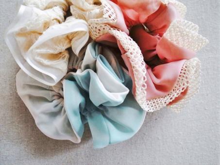 シュシュ 髪飾り ヘアアクセサリー アクセサリー ヘアスタイル 白 緑 ピンク レース 布 くしゅくしゅ かわいい ガーリー ハイキー 小物 雑貨