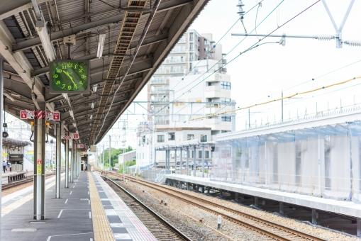 高槻駅 JR ホーム プラットホーム 線路 時計 時刻表 急行 電車 列車 電線 通勤 通学 旅行 トレイン ステーション 大阪