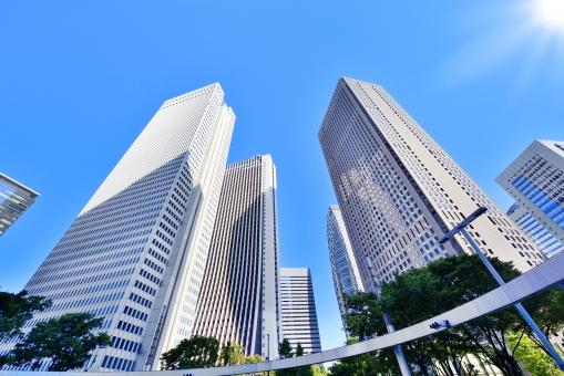 新宿のオフィス街の写真