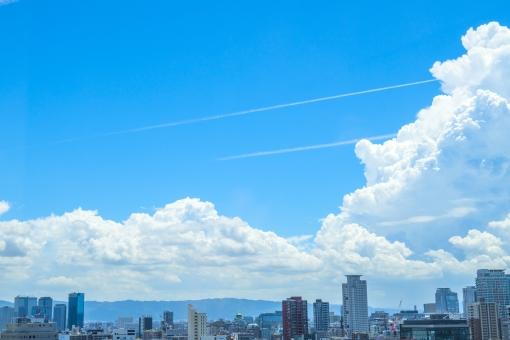 青空と都市風景の写真