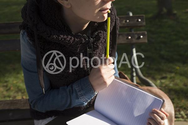 ペンとノート1の写真