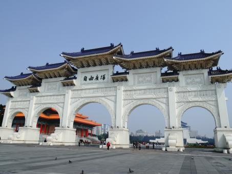 中正紀念堂 ジョンジェンジーニエンタン 門 正門 蒋介石 中華風 建築 白 広場 台北 台湾 旅行 海外旅行 観光