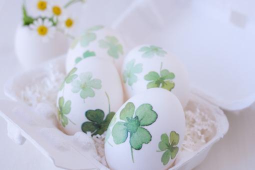 卵 玉子 egg イースター easter 復活祭 LUCKY HAPPY 4 四つ葉のクローバー 四葉 よつば マトリカリア 花 春
