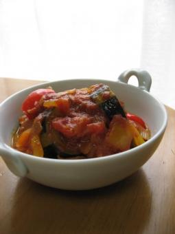 ラタティーユ イタリアン トマト パプリカ なす ズッキーニ 煮込み 家庭料理 ルクルーゼ 料理 作り置き 常備菜 野菜 冷製 おかず 総菜 弁当 ヘルシー 夏