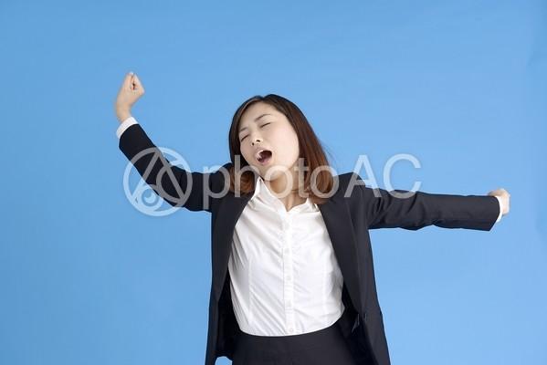 ストレッチする女性1の写真