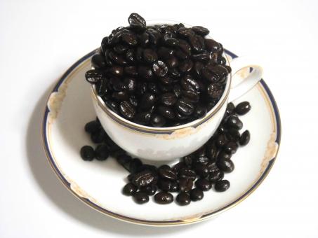 コーヒー豆 コーヒー coffee 珈琲 COFFEE Coffee ブレイクタイム 焙煎 コーヒー素材 コーヒー豆素材 コップ 皿 喫茶 喫茶店 珈琲豆 休憩 リラックス ティータイム カフェイン メニュー表 つや 輝き 一服 お茶 3時 まったり 休日 コーヒー背景
