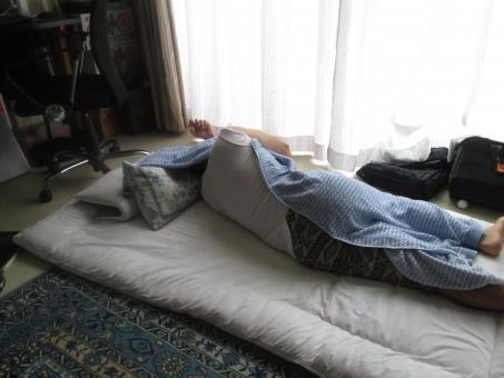 熟睡 睡眠 寝る 寝相 男性 布団 生活 一人暮らし 毛布 睡眠不足 寝がえり 昼寝 万年床 起床