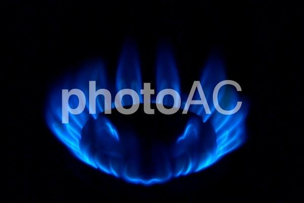 青いガスの炎の写真