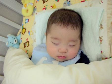 赤ちゃん 赤ん坊 0歳 乳児 ねんね 睡眠 可愛い赤ちゃん おもちゃ ベビー ベビーベッド スタイ くまのぬいぐるみ ノーメイク もち肌 ベビースキン スヤスヤ 眠る 夢 beby 寝顔 寝てる赤ちゃん