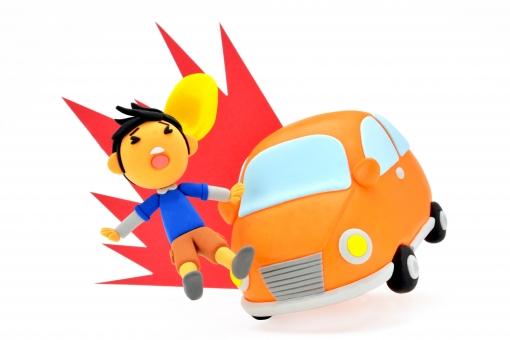 とびだし とび出し 飛び出し 注意 不注意 衝突 人身事故 交通 交通事故 交通安全 危険 安全 事故 急ブレーキ ブレーキ 運転 子供 男の子 帽子 車 車両 安全運転 ぶつかる 怪我 ケガ 粘土 クレイ クレイドール かわいい 接触
