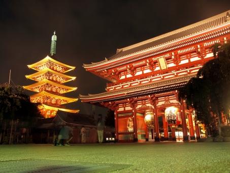 浅草 浅草寺 五重塔 門 赤 木造 巨大 建築物 東京 夜景 夜 ローアングル