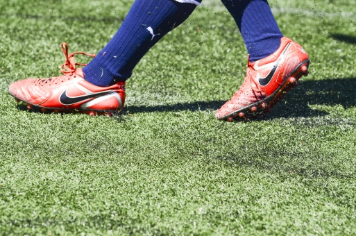 サッカー 蹴球 スパイク 芝 ピッチ フィールド スポーツ 運動 緑 ソックス 試合 ゲーム 蹴る 野外 屋外 シューズ 靴