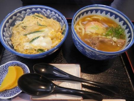 カレー うどん どんぶり 丼 セット 定食 外食 レストラン 食べ物 食事 ランチ 漬物