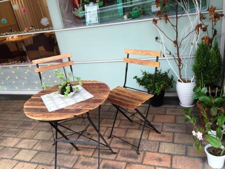 テラス テラス席 カフェ 観葉植物 レンガ 椅子 休日 のんびり
