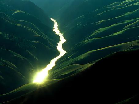 パキスタン 外国 熱帯 南国 南アジア 自然 植物 川 水 流れ 水面 光る 光 眩しい 輝く 加工 谷間 山 崖 山間 険しい 危険 危ない 壮大 雄大 広大 屋外 室外 無人 風景 景色