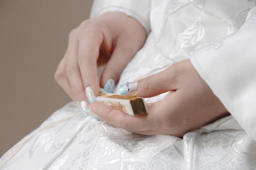 白無垢 ネイル 扇子 うちわ 手 結婚 ブライダル ウエディング 幸せ 和 伝統 着物 爪 ネイルアート 花嫁 愛 着付け 和柄