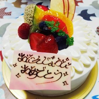 バースデー バースデイ バースデーケーキ 誕生日 お誕生日 誕生日ケーキ いちご 苺 イチゴ クリーム ホールケーキ デコレーションケーキ お祝い パーティー 誕生日会 ホイップクリーム クリーム 生クリーム 洋菓子 お菓子 食べ物 スイーツ 甘い 美味しい 室内 cake おめでとう 祝 フルーツ フルーツケーキ