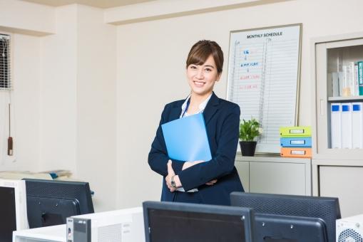 オフィスの女性社員1の写真