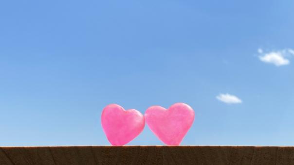 信頼 暮らし 明るい プレゼント ギフト 贈り物 恋人 かわいい 家庭 青空 ふれあい 寄り添う おしゃれ 夫婦 カップル ハート 愛 複数 愛情 デート 背景 命 ペア 癒し 並ぶ 幸福 医療 心臓 バックグラウンド 2個 イメージ 結婚 シンプル 介護 福祉 気持ち 幸せ テキストスペース 2 大事 大切 ヒーリング 生命 心 婚約 思いやり 出会い 助け合う 婚活 ささえあう