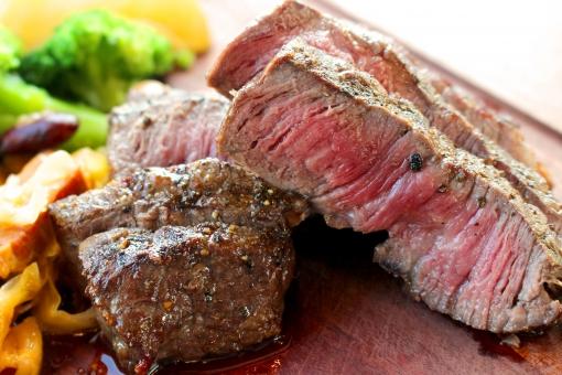 熟成肉のステーキの写真