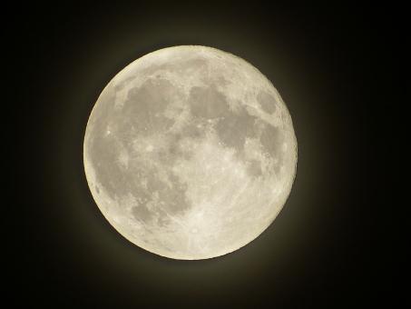 月 天体 お月様 ムーン moon 空 満月 立待月 フルムーン 夜 夜空 月夜 光 月光 クレーター 月面 天体観測 宇宙 衛星 風景 お月見 自然 背景 ムーンライト