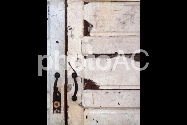 ヴィンテージドア グランジ ホワイト系 白系 ベージュ アイボリー系の写真