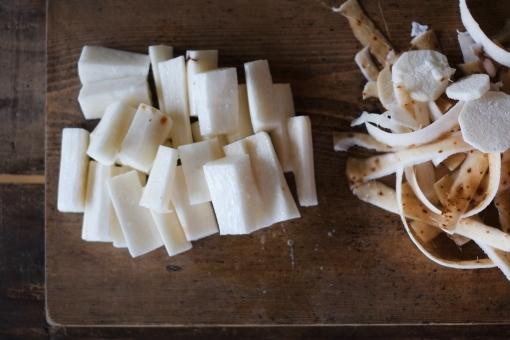 長芋の処理 長芋 ながいも ナガイモ とろろ トロロ 薯蕷 とろろいも とろろ芋 薯蕷芋 皮むき ねばねば ネバネバ 自然薯 じねんじょ 芋 いも イモ 短冊切り