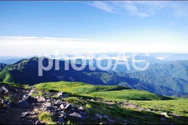 連なる山々の写真