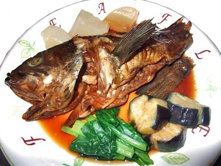 たい タイ 黒鯛 クロダイ 煮つけ 煮物 和食 日本食 魚 さかな 肴 魚貝類 魚貝 魚介類 魚介 魚介料理 食 食事 食卓 食べ物 食品 食糧 食料品 料理 調理 グルメ 野菜 付け合せ 青物 風景