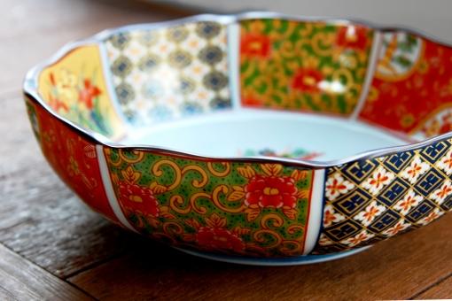 陶器 磁器 陶磁器 焼き物 有田焼 花鳥風月 工芸品 佐賀県有田町 古典柄 皿 器 伝統 伝統品 色絵 色絵皿 金彩 食器 和食器