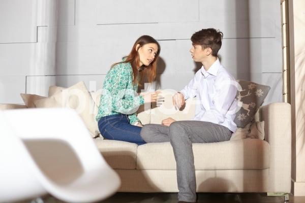 話し合うカップル11の写真