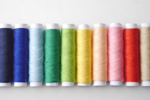 七色 カラフル 糸 手芸 背景 壁紙 素材 色々 赤 黄色 ピンク 青 緑 ブルー グリーン カラー 鮮やか 多彩 虹色 レインボー 小物 雑貨