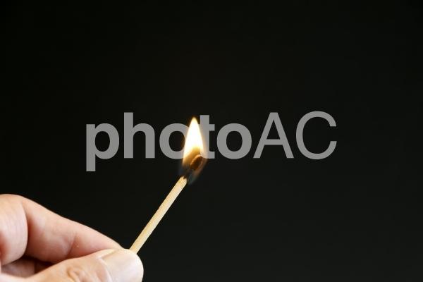 マッチと指の写真