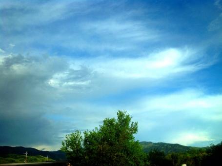 曇り 晴れ 雨雲 空 風景 景色 雲 天気 曇る 青空 晴天 不気味 すがすがしい 清々しい 爽やか 自然 ポスター 広告 観光 背景 チラシ ドライブ デート 旅行 青 白 グレー ブルー ホワイト 灰色