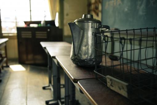 昭和 ノスタルジック 尋常小学校 給食 映画撮影 オルガン 廊下 教室