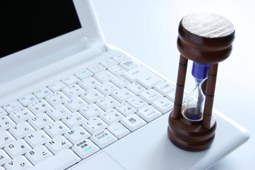 パソコン 砂時計 時間 仕事 作業効率 時間削減 作業時間 業務 ビジネス 費用対効果 背景 素材 背景素材 納期 締め切り 残り時間 残業 タイムリミット 制限時間 時間内 勤務時間 業務効率 処理時間 間に合う 間に合わない 時間がない TIME time 稼働時間 取引時間