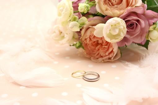 結婚 婚約 結納 プロポーズ ウェディング ブライダル 婚礼 結婚式 披露宴 結婚披露宴 チャペル 教会 誓い 結婚指輪 マリッジリング マリッジ 夫婦 指輪 リング ペアリング お揃い 幸せ 幸福 至福 ハッピー 夢 ゴールイン ローズ バラ 花 花束