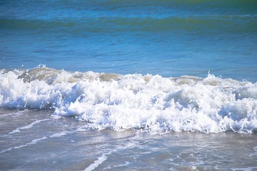 海 波 ビーチ レジャー リラックス 水 ウォーター 水しぶき 水飛沫 波打ち際 水際 渚  青 ブルー 水色 ウォーターカラー 自然 ネイチャー 波 浜辺 浜 海岸 夏 サマー 泡立つ