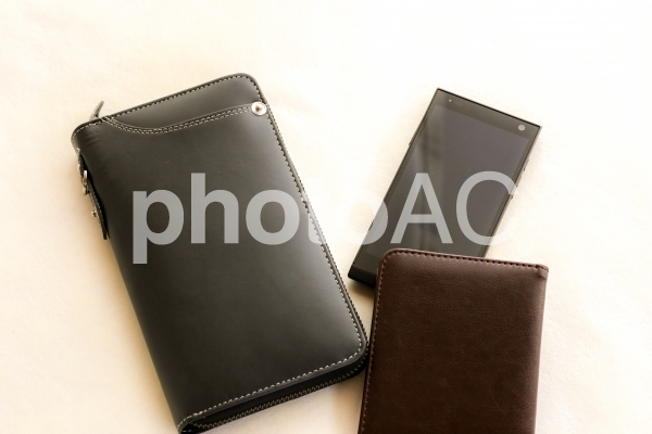男性の財布の写真