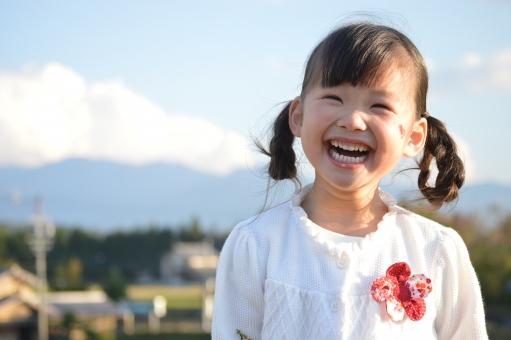 子供 女の子 笑顔 日本人 秋 mdfk023 子ども こども