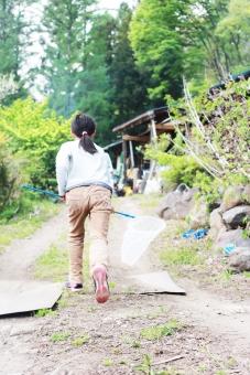 女の子 少女 虫取り 虫網 田舎 虫アミ 山道