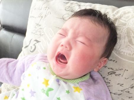 赤ちゃん あかちゃん 赤ん坊 乳児 乳幼児 こども 子供 子ども ベビー 顔 表情 哀しい 悲しい 泣く うるさい 子育てお母さん 育児中の母親 困るママ 育児ノイローゼ 産後うつ 表現 お腹がすく おっぱいがほしい ミルクがほしい 近所迷惑 男の子 泣き顔 大泣き 困る 子育て 育児 理由 原因 うつ 母親 お母さん ママ あやす 口を開ける 声 泣き叫ぶ 叫ぶ 真っ赤 赤ら顔 大声 眠い さびしい 寂しい 空腹 夜泣き 寝起き 涙 病気 怪我 けが ケガ 知らせる ぐずり ぐずる グズる ストレス ko