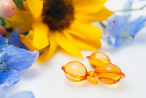 オイル 植物 美容 スキンケア ヘアケア 花 顔 髪 ボディ オーガニック ケア メンテナンス ヒマワリ 夏 日焼け デルフェニウム 黄色 水色
