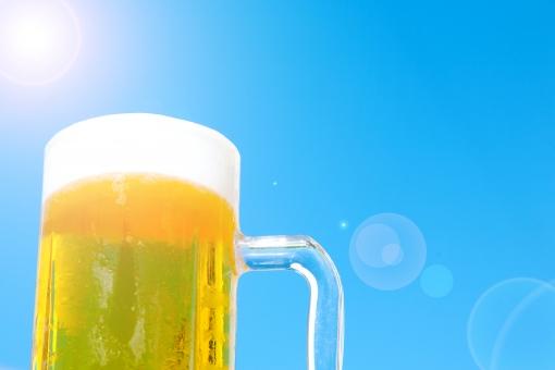 真夏の青空ビールの写真