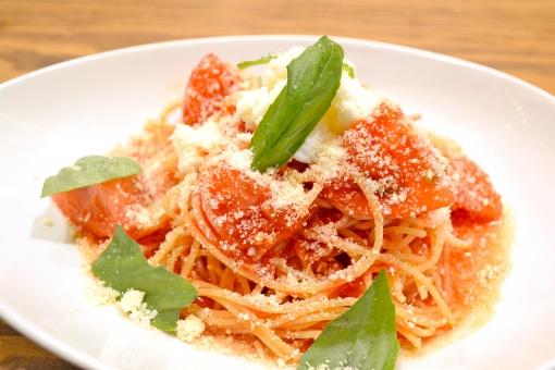 パスタ トマト トマト料理 スパゲティ スパゲティー スパゲッティ バジル チーズ パルメザン パルメザンチーズ イタリアン ランチ ディナー 料理 グルメ