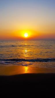 年賀状 背景 お正月 初日の出 background 太平洋 sun 朝日 新年 元旦 太陽 新春 水 Sunlight 波 おめでたい 映る 鏡 sea 茜色 sky オレンジ 空 sunrise 晴れ きれい 自然 壮大 夏 日の出 海岸 砂浜 初日の出 輝く 新しい morning sun