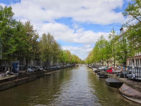 オランダ アムステルダム アムス 欧州 ヨーロッパ 海外 外国 外国風景 旅行 休暇 旅先 風景 海外旅行 観光 観光地 太陽 青空 空 スカイ 水辺 水 川 河 美しい きれい キレイ 綺麗 運河 木 緑 雲 晴れ 街並み 街 町