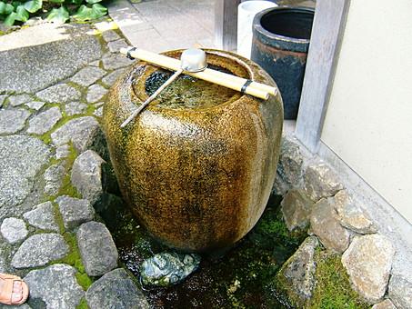 水瓶 土色 柄杓 ひしゃく 水 和 庭 手水鉢