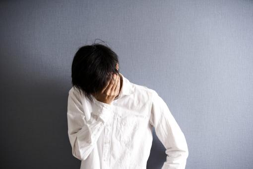 男 男性 会社員 人物 日本人 仕事 悩む 失敗 部屋 ライフスタイル 屋内 室内 ポートレート 健康 カジュアル 問題 疲れ 困る 疲労 悩み 1人 考える 人間 悲しみ 泣く 落ち込む 辛い 日本 暗い トラブル 孤独 ストレス 寂しい 不安 憂鬱 ショック 悲しい 心配 借金 ネガティブ 失恋 過労 人間関係 鬱 フリーランス 精神不安定